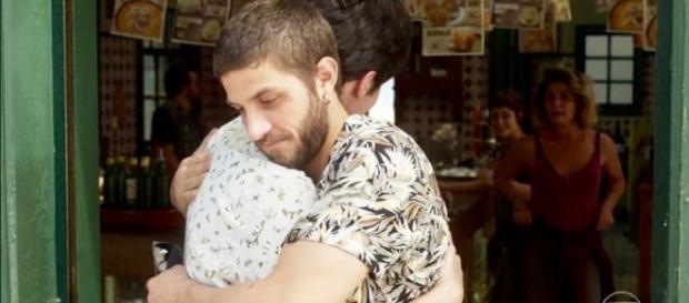 Ícaro e Valentim fazem as pazes em Segundo Sol. (Foto: Divulgação TV Globo)