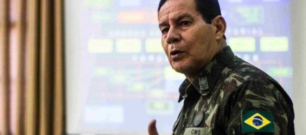 Resposta do general Mourão sobre a desautorização feita por Bolsonaro.