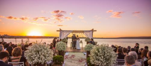 Casamento que começa no pôr do sol e segue até de madrugada é bonito, mas é mais caro.