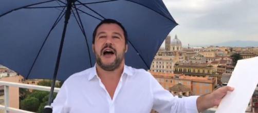 Negozi etnici chiusi la sera tardi, il coprifuoco di Salvini: 'Ritrovo di ubriaconi'