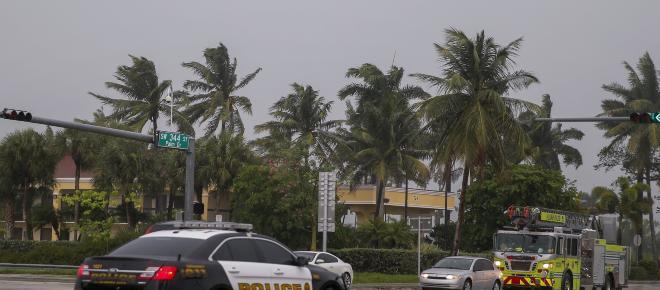 El huracán Michel azota más de 480 km de costas en Florida