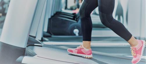 Com o treino na esteira é possível emagrecer e melhorar o condicionamento físico. (foto reprodução)