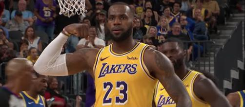 LeBron James was flexin' on the Warriors in the first half of the Lakers' preseason game in Vegas. - [ESPN / YouTube screencap]