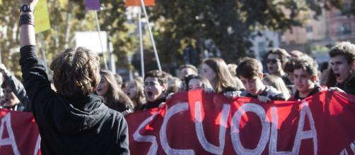 Studenti in piazza, Laura Boldrini: ''La violenza va condannata, ma che Salvini dia lezioni di civiltà è paradossale''.