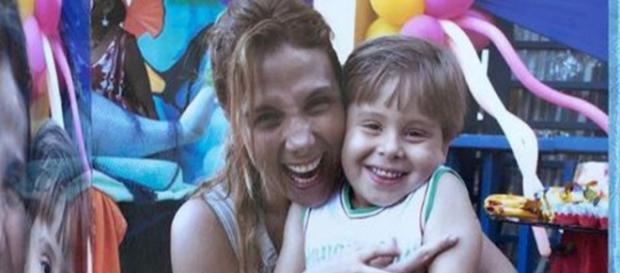 Carla Perez com o sobrinho Matheus Alexandre.