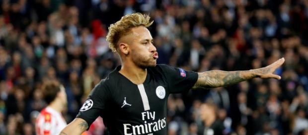 Neymar foi o autor de três gols contra o Estrela Vermelha