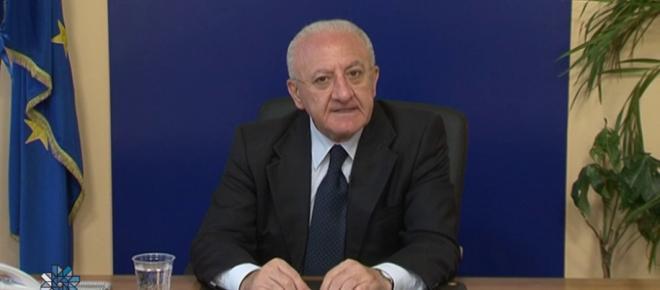 Nuovo show di Vincenzo De Luca, stavolta la vittima è Toninelli (VIDEO)