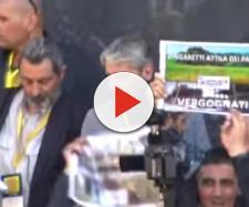 Zingaretti contestato dagli animalisti (Fonte: Il Fatto Quotidiano - Youtube)