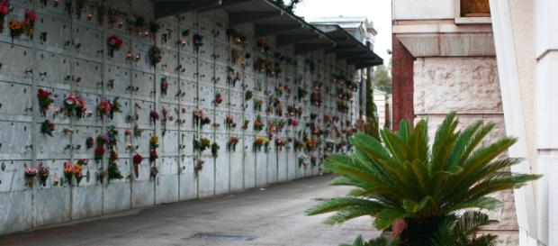 'Esplode' una bara: impraticabile il cimitero di Lecce per l'odore nauseabondo.