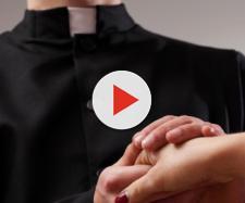 Il parroco di Lacco Ameno, Ischia, diverrà presto papà: è stato sospeso dal ministero sacerdotale