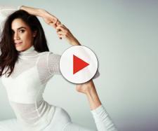 Meghan Markle yoga bianco capelli lunghi