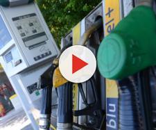 Puglia, benzinaio dimentica il distributore aperto: 80 fanno il pieno gratis, 55 indagati