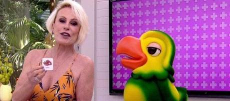 Ana Maria Braga ao lado do personagem Louro José