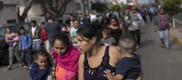 Caravana de migrantes planea pedir asilo en Estados Unidos. - elhorizonte.mx