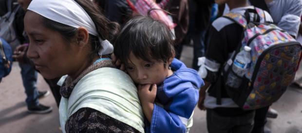 Inmigrantes hondureños se dirigen hacia EEUU. - cnn.com