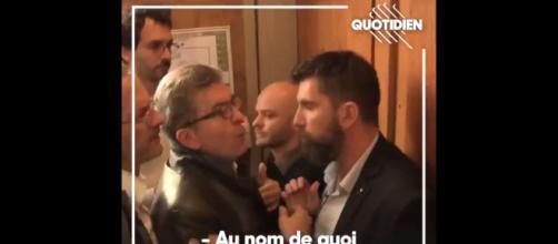 Jean-Luc Mélenchon a apostrophé un procureur et un policier durant la perquisition du siège de son parti.