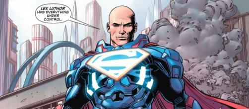 Lex Luthor como Superman após a morte de Clark em seu mundo.