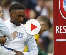 Il piccolo Bradley fra le braccia del suo amico Jermaine prima di una partita della nazionale inglese