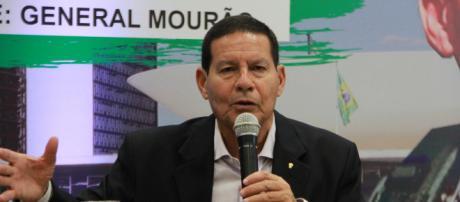 Mourão vem provocando verdadeiro fogo amigo na campanha de Bolsonaro. (foto reprodução)