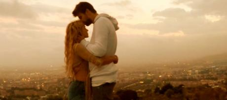 Shakira e Piqué [Imagem via YouTube]