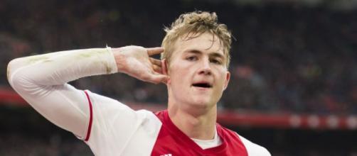 Il giovane capitano dell' Ajax è al centro di importanti manovre di mercato.