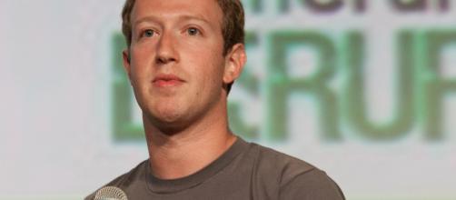 Mark Zuckerberg revolucionou as redes sociais com o Facebook. (foto reprodução).