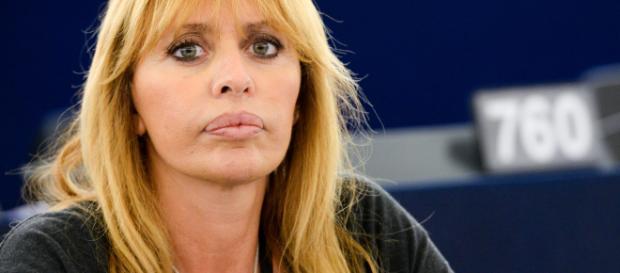Alessandra Mussolini: 'Monitoraggio e denuncia per chi diffonderà frasi o immagini offensive verso Benito Mussolini'.