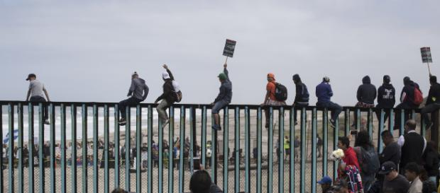 Migrantes centroamericanos avanzan hacia EEUU. - infobae.com