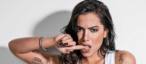 A cantora Anitta afirmou que foi necessário corrigir duas das plásticas que já fez, por não ter gostado do resultado.