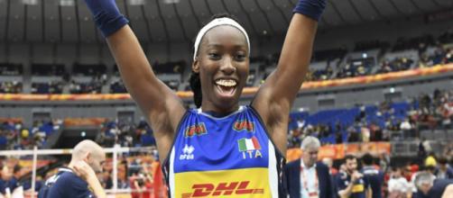 Paola Egonu esulta per la vittoria delle azzurre ai Mondiali