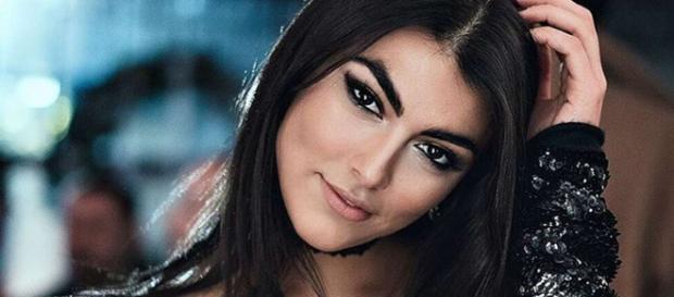 Gossip, Giulia Salemi nella bufera per un video 'hot' a Super Shore: la madre la difende.
