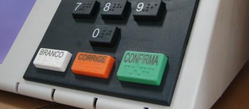 O teclado da urna foi feito igual do telefone convencional.