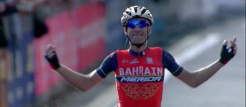 Vincenzo Nibali vittorioso un anno fa al Lombardia.