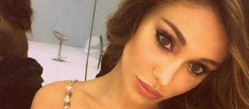 Gossip: Belen Rodriguez bacia Pietro nell'attesa di un nuovo amore.