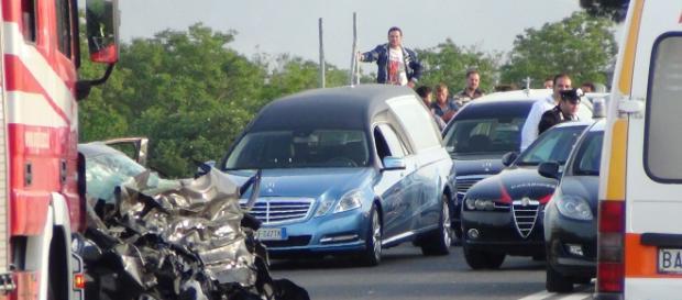 Inversione contromano sulla 268: terribile incidente per il conducente di una Panda