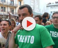 Matteo Salvini esulta dopo la vittoria della Lega a Trento e a Bolzano