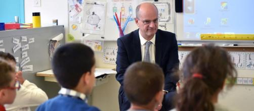Blanquer veut mettre de l'ordre dans le système éducatif français