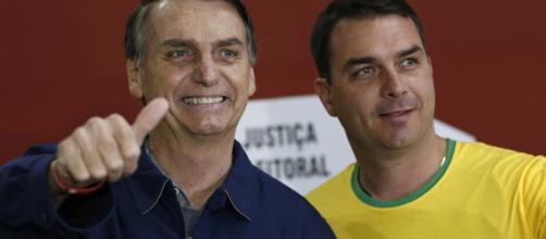 Filho de Bolsonaro foi bloqueado no aplicativo de mensagens