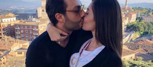 Gabriele Costanzo insieme alla fidanzata.