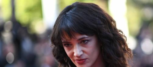 Gossip: Maria De Filippi vorrebbe Asia Argento nel cast del serale di Amici 18.