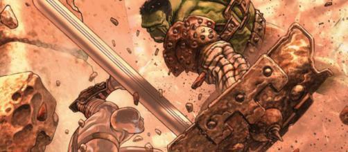 Hulk enfrenta o Surfista Prateado na saga Planeta Hulk.