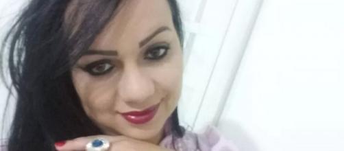 Cabelereira casada viaja com o amante e diz que foi sequestrada