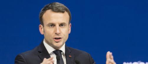 """Emmanuel Macron """"épuisé. Son état de santé inquiète ses proches."""