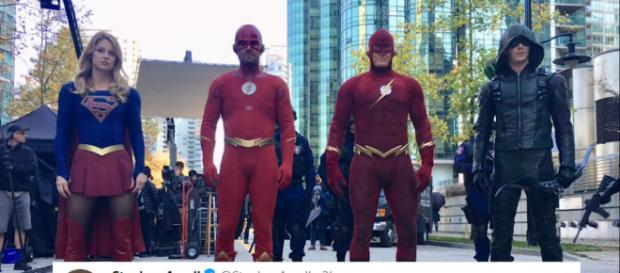 Stephen Amell posted a new teaser for 'Elsworld's' featuring the 90's version of The Flash [Image Credit: Emergency Awesome/YouTube screencap]