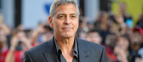 George Clooney teve uma carreira versátil atuando no cinema, na televisão e até mesmo dublando em animações.