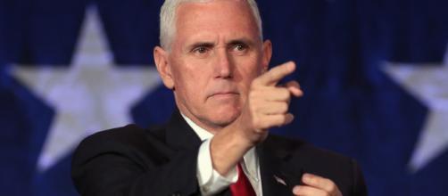 Mike Pence denunció a grupos de izquierda que apoyan la caravana de inmigrantes. - capitalradio.es