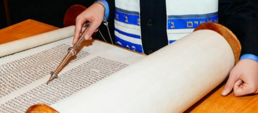Torá, é um livro que possui as leis judaicas.