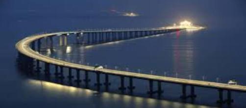 Vista da maior ponte marítima do mundo