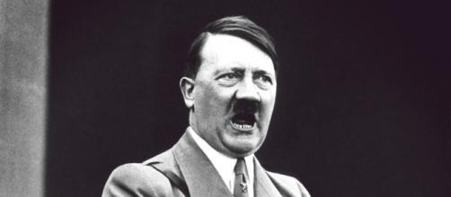Adolf Hitler foi um político alemão que serviu como líder do Partido Nazista na Alemanha.