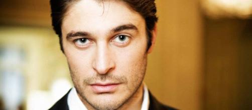 Lino Guanciale, protagonista di 'Non dirlo al mio capo' - newsly.it